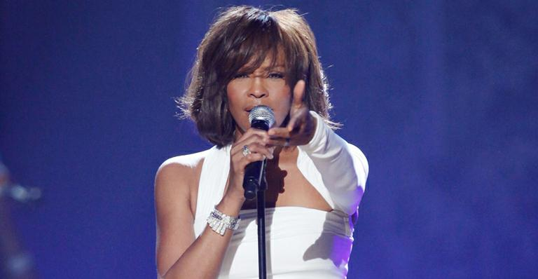 Whitney Houston deve viver a mãe da protagonista do remake Sparkle, filme baseado na história do trio The Supremes