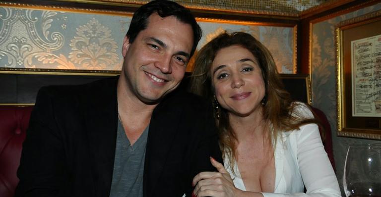 Juntos, Marisa Orth e Daniel Boaventura assinam contrato para musical 'A Família Addams'