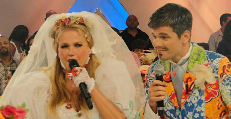 <strong>Xuxa Meneghel</strong> se casa com <strong>Otaviano Costa</strong> em 'arraiá'