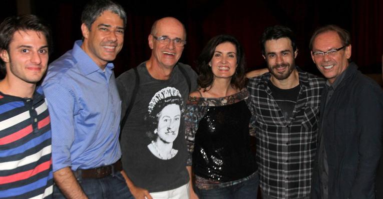 William Bonner e Fátima Bernardes prestigiam Marcos Caruso no teatro