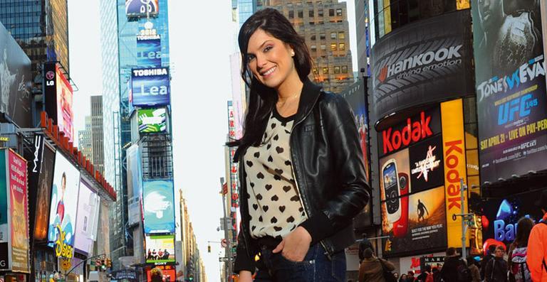 Débora Lyra completa 23 anos e quer investir na carreira de apresentadora
