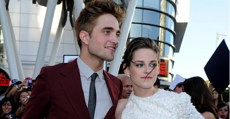 Kristen Stewart e Robert Pattinson trocam mensagens de texto diariamente, diz site