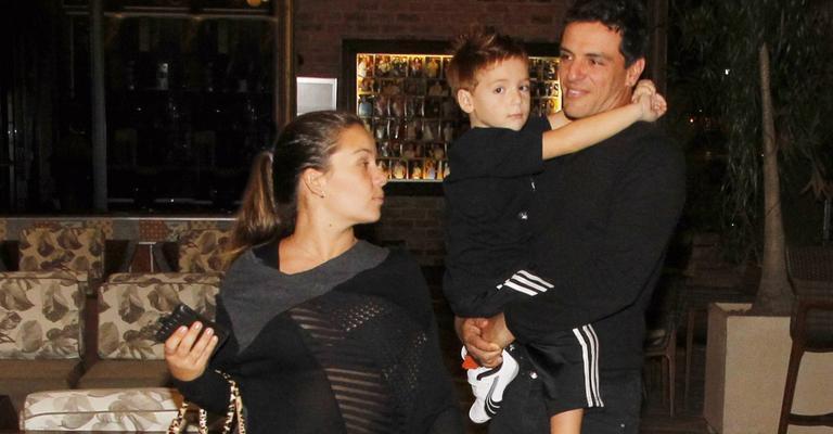 Galã de 'Salve Jorge', Rodrigo Lombardi aproveita a família