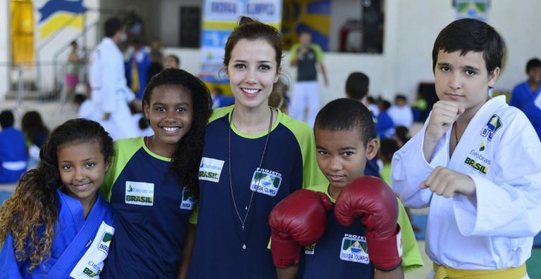 Marjorie Estiano participa de entrega de medalhas do projeto social Energia Olímpica