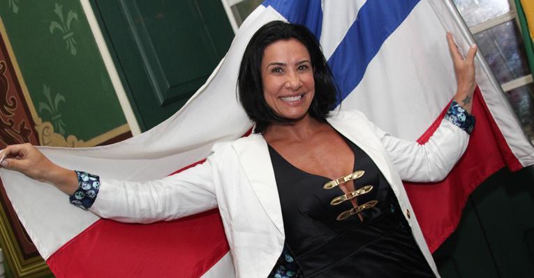 Scheila Carvalho recebe título de cidadã soteropolitana