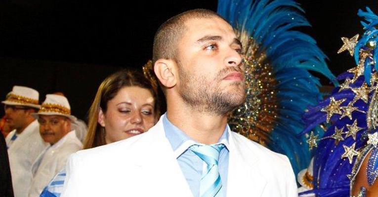 <strong>Diogo Nogueira</strong> acompanha desfile da Águia de Ouro que homenageou seu pai, <strong>João Nogueira</strong>