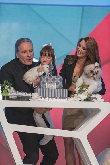 Rafaella Justus cercada pelos pais, Roberto Justus e Ticiane Pinheiro