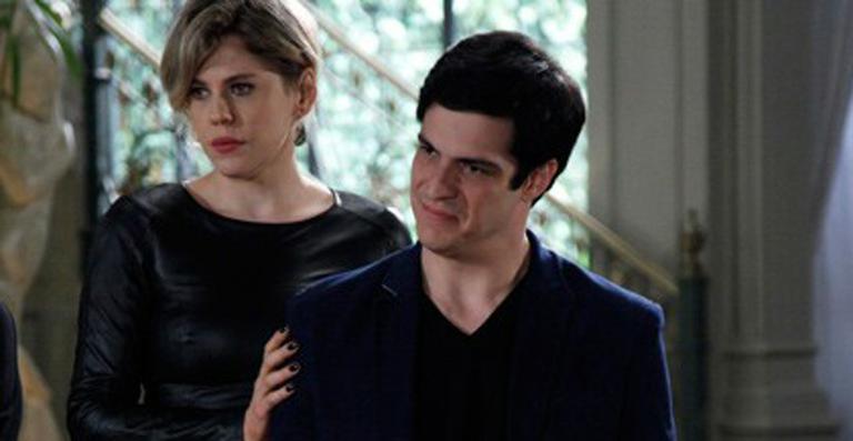 Amor à Vida: Félix conta segredo de César para toda a família