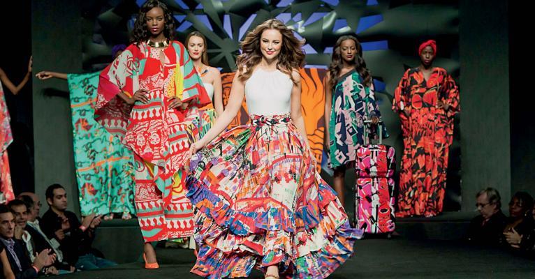 Paolla Oliveira brilha na passarela na Semana de Moda de Angola