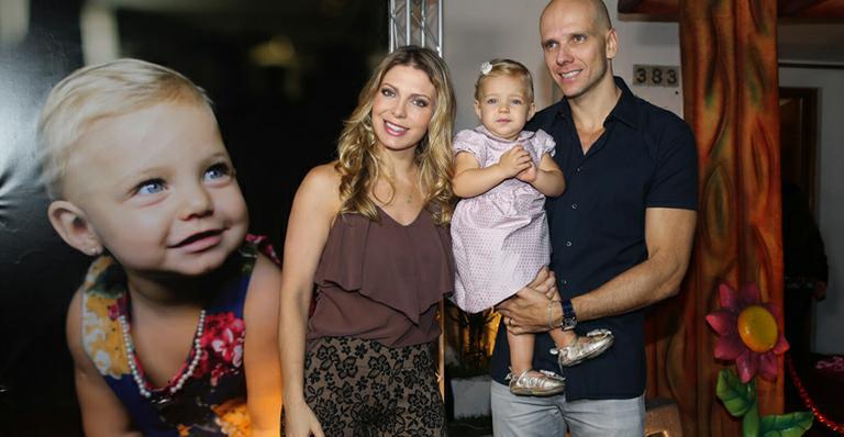 Sheila Mello publica vídeo fofo da filha imitando ronco do pai