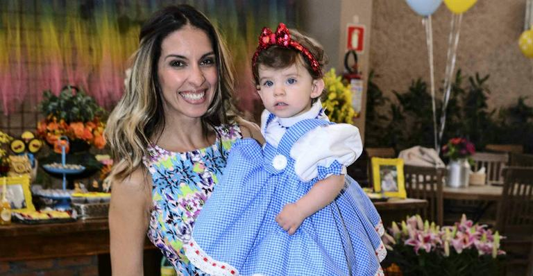 Maria Eduarda, filha de Henri Castelli e Juliana Despírito, completa 1 ano