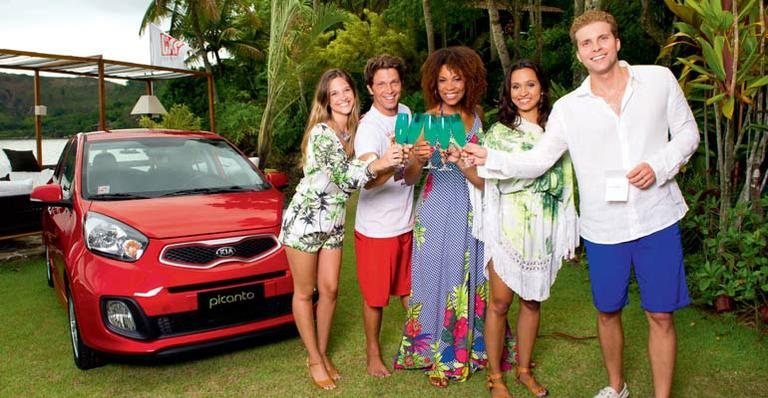Juliana Paiva realiza o sonho de ter o primeiro carro
