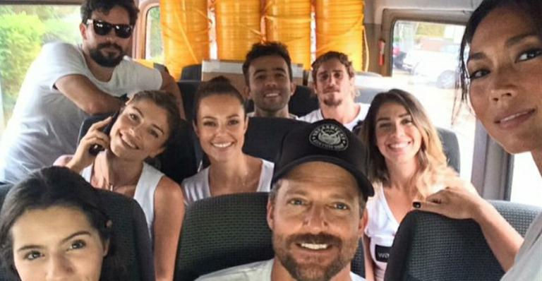 Após fazer sucesso na web, Paolla Oliveira reaparece com Grazi Massafera