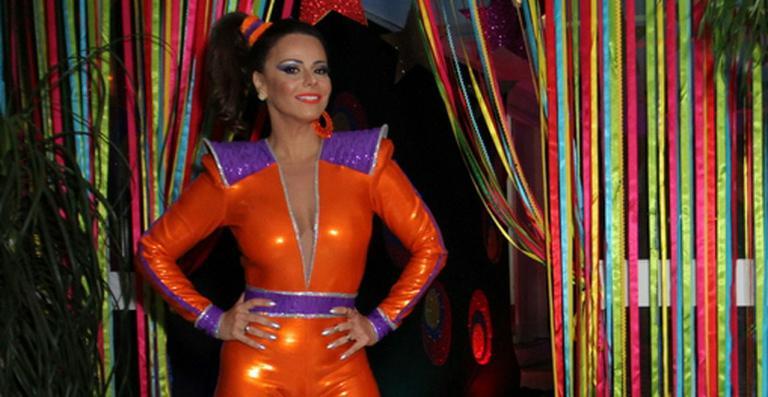 Viviane Araújo faz festa inspirada nos anos 80 para comemorar seus 40 anos