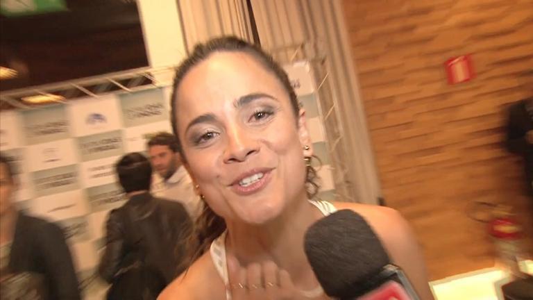 Alice Braga volta às telas no filme 'Entre Idas e Vindas'