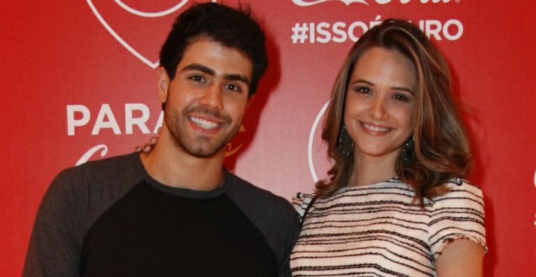 Juliana Paiva Ganha Presente Surpresa Do Namorado Na Cama