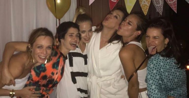 Mariana Ximenes, Maria Flor, Marcella Rica, Paolla Oliveira e Fernanda Souza se divertiram ao lado da atriz