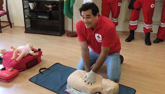 Luciano Szafir faz treinamento para socorrista
