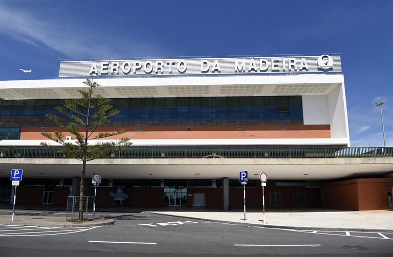 Aeroporto Cristiano Ronaldo : Estátua de cristiano ronaldo em aeroporto vira piada e