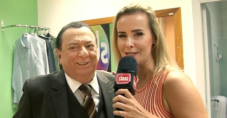 Programa Raul Gil: Lola invade os bastidores