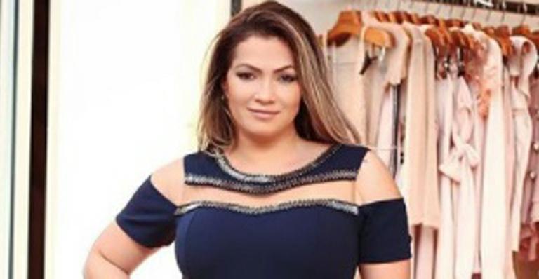 Fani Pacheco chega aos 85 kg e posa só de lingerie: 'O que é grande é sempre belo'