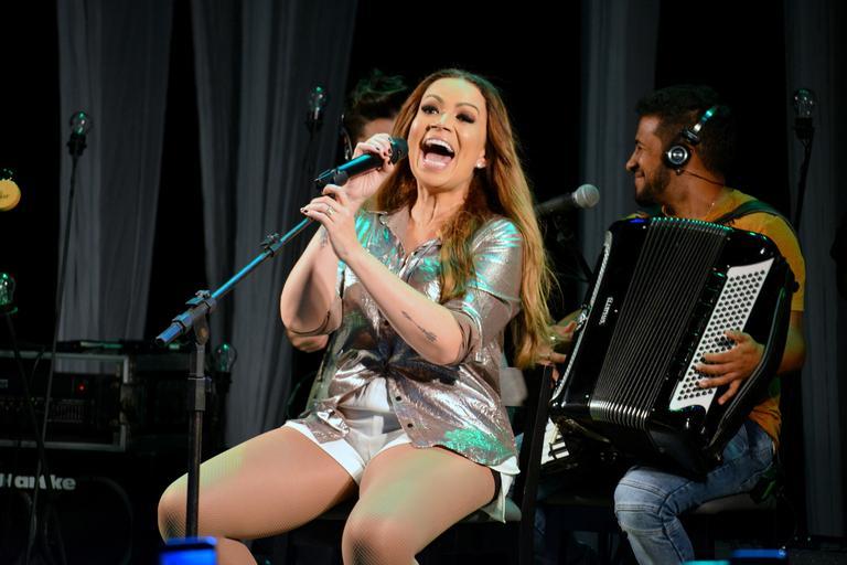 Solange Almeida impressiona ao cantar Whitney Houston