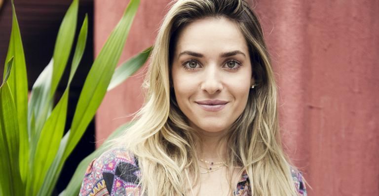 Monique Alfradique começa a fazer fisioterapia para conseguir sambar no desfile da Grande Rio