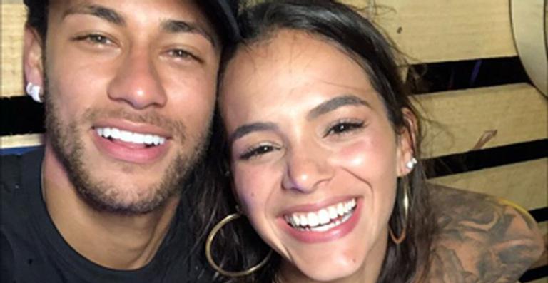 Neymar com a namorada na final 'The Voice'