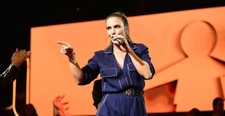 A cantora convidou o concorrente para cantar junto e foi esnobada