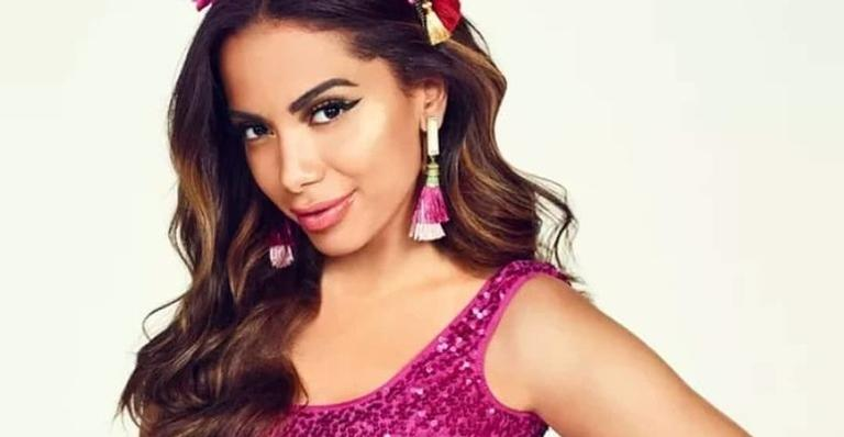 Cantora define vida sexual após curtir farra com jogador no Carnaval