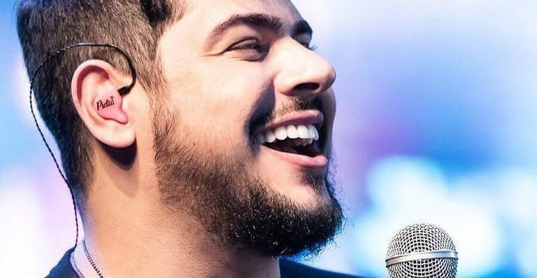 Após abandonar show para fazer cirurgia, Cristiano, dupla de Zé Neto, recebe alta