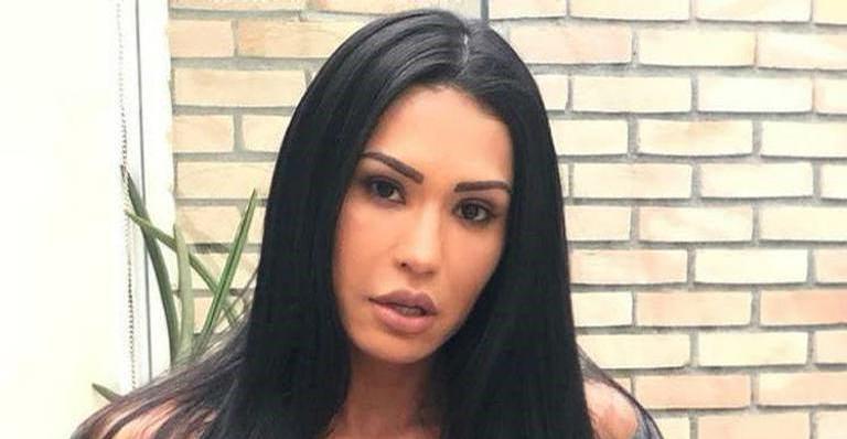 Gracyanne Barbosa flagra o marido Belo acompanhado na cama e posta foto