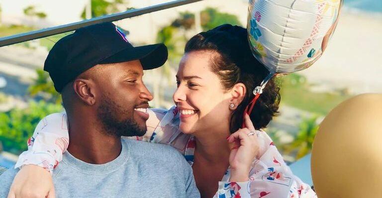 Fernanda Souza é surpreendida com surpresa de aniversário