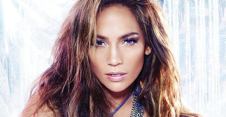 Jennifer Lopez impressiona com músculos e bumbum perfeito