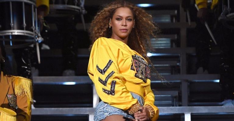 No vídeo, cantora disse que perdeu 20 kg para show no Coachella