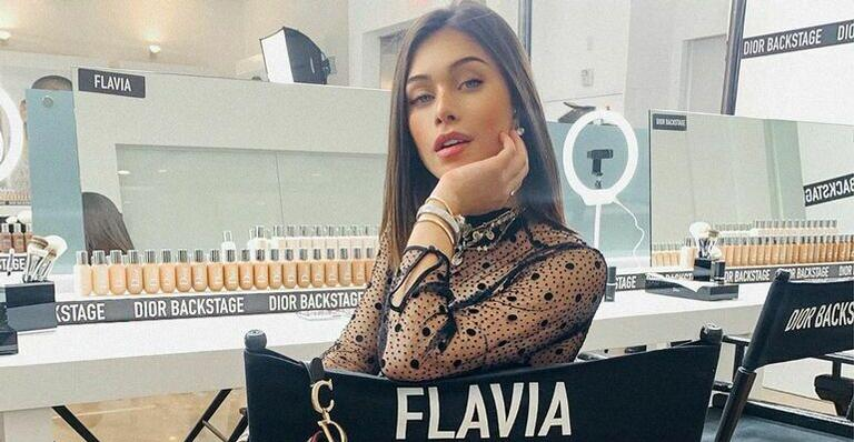 Flavia Pavanelli posta nova foto de biquíni, mesmo após o pai reclamar