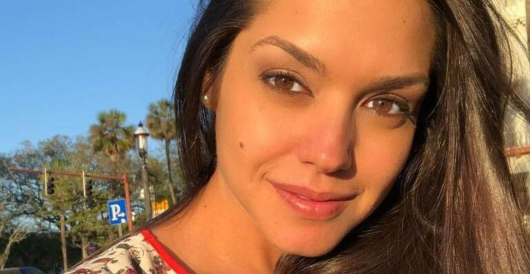 Esposa de Michel Teló abre a intimidade e surge de pijama