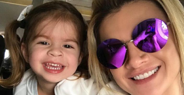 Valentina, filha de Wellington Muniz, usa mesmo look que Mirella Santos