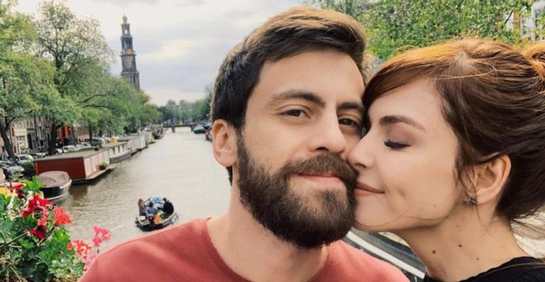 Noivos, Titi Muller e Tomás Bertoni fazem lista de presentes em prol dos LGBT+