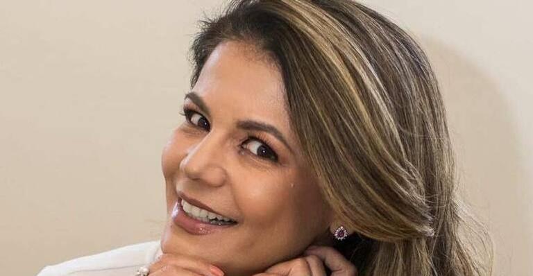 Nivea Stelmann faz procedimento para tirar ''papada'' e choca