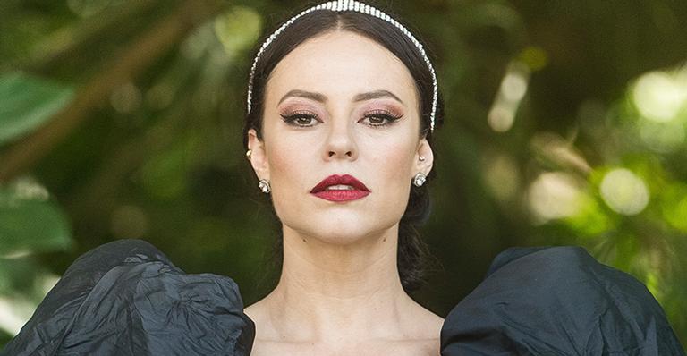 Paolla Oliveira comentou sobre vestido de casamento gótico de Vivi Guedes: ''Dramático''