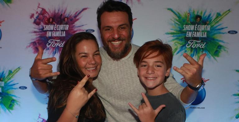 Rodrigo Lombardi curte Rock in Rio na companhia da mulher, Betty, e do filho do casal, Rafael