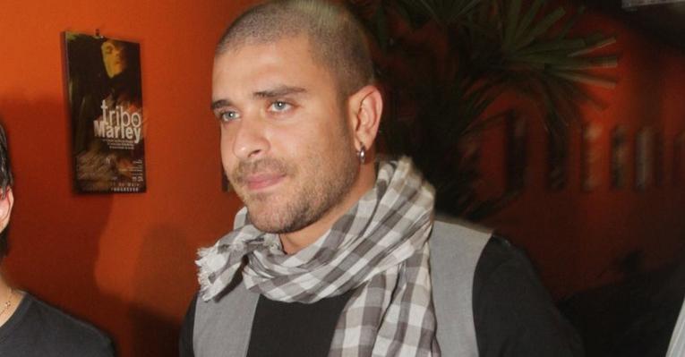 Diogo Nogueira é vítima de assalto no Rio de Janeiro e entrega o carro