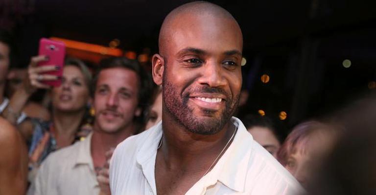 No Rock in Rio, Rafael Zulu falou sobre sua nova namorada e desabafou sobre os amigos do grupo Diretoria