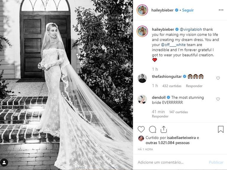 Hailey Bieber mostra vestido de noiva