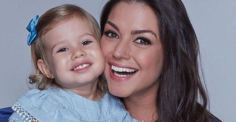 Filha de Thais Fersoza e Michel Teló surge vestida de princesa da Disney