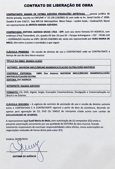 Naiara Azevedo mostra o contrato dos direitos de música