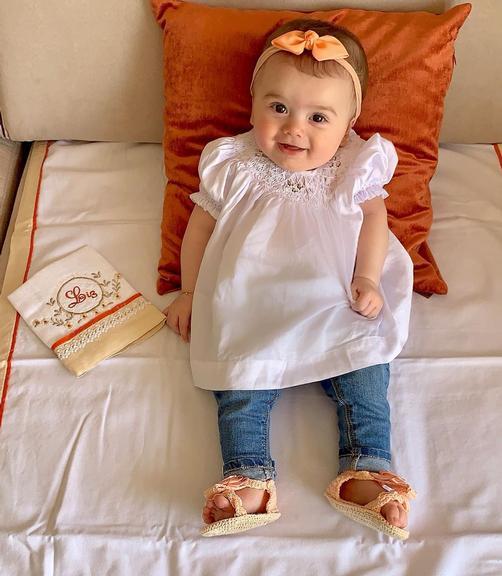 Thaeme Mariôto posta foto fofa da filha de 5 meses