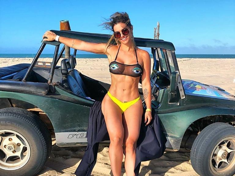 Kelly Key compartilha clique exibindo barriga definida