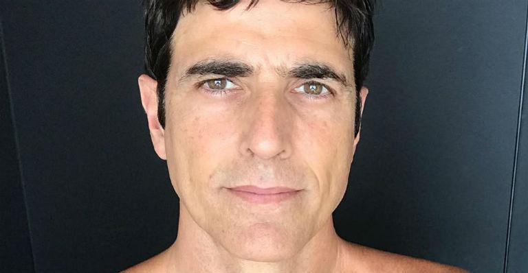 Reynaldo Gianecchini ostentou boa forma durante corrida na orla de Ipanema